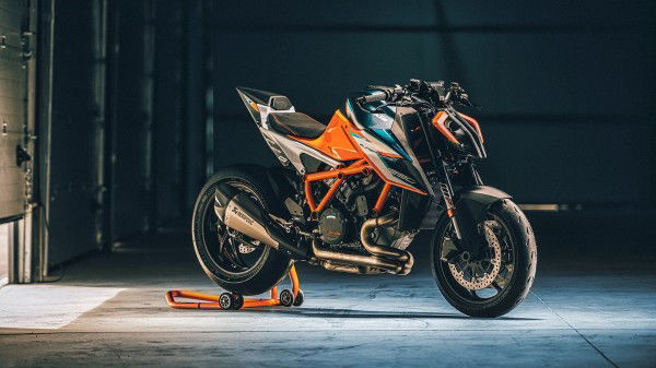 For the first time, a 2022 KTM 250 Duke bound for India has been spotted