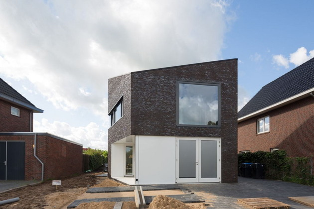 modern-family-home-netherlands-tradition-with-a-twist-2.jpg