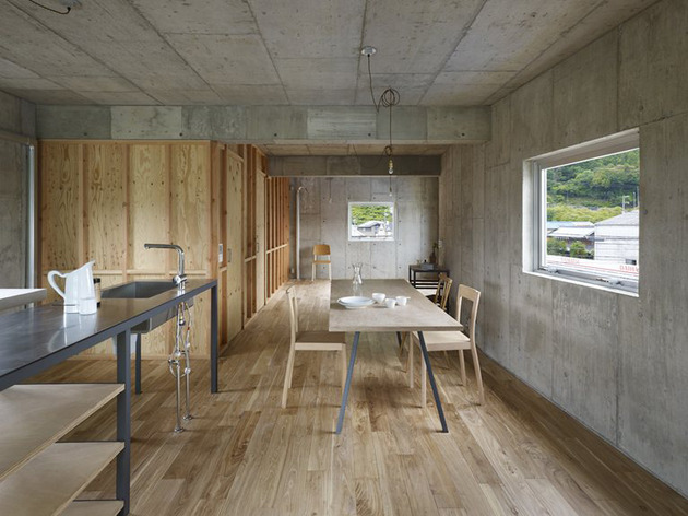 curved-concrete-house-with-interior-courtyard-7.jpg