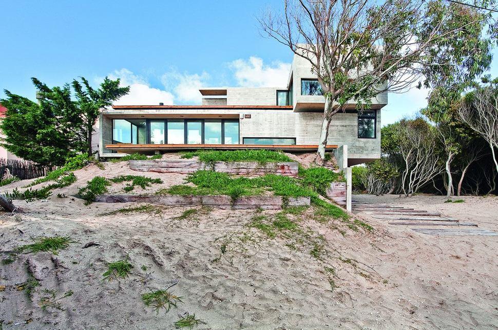 Low Maintenance Concrete Beach House Modern House Designs