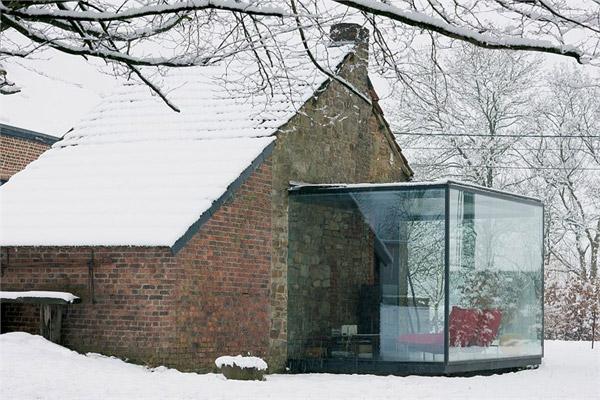 https://i2.wp.com/www.trendir.com/house-design/glass-and-brick-houses-belgium-2.jpg
