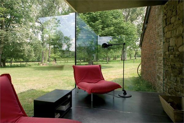 https://i2.wp.com/www.trendir.com/house-design/glass-and-brick-houses-belgium-5.jpg