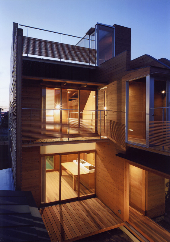 Japanese Wooden Houses Courtyard Multi Level Decks And A Loft Modern House Designs
