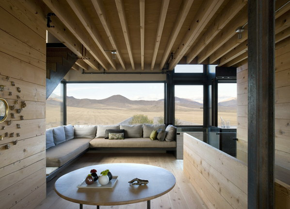 Desert House In Idaho With Concrete Paradise Garden