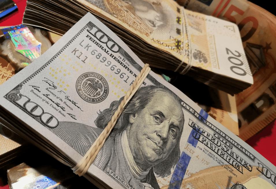 100-dollar notes