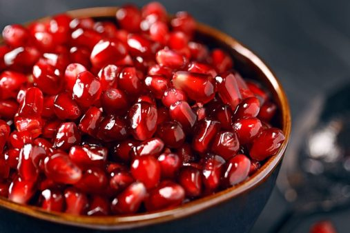 Pomegranate-seeds-to-get-healthy-pink-lips