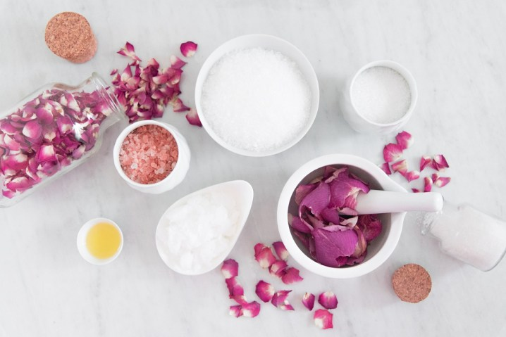 crushed-rose-petals-to-get-healthy-pink-lips