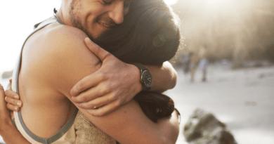 hugs-make-healthy-happy