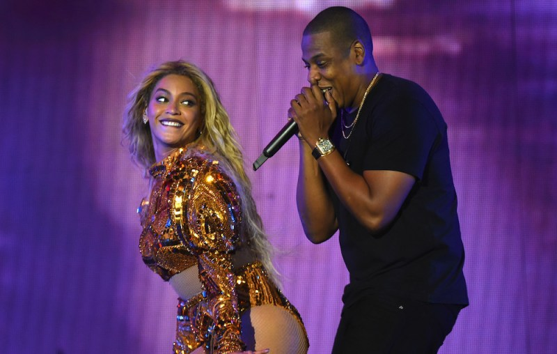 beyonce-and-jay-z-on-the-run-ii-tour-cardiff-moments-of-love