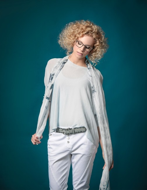Model: Leonie, Outfit: MastMode, Brille: Liebeskind