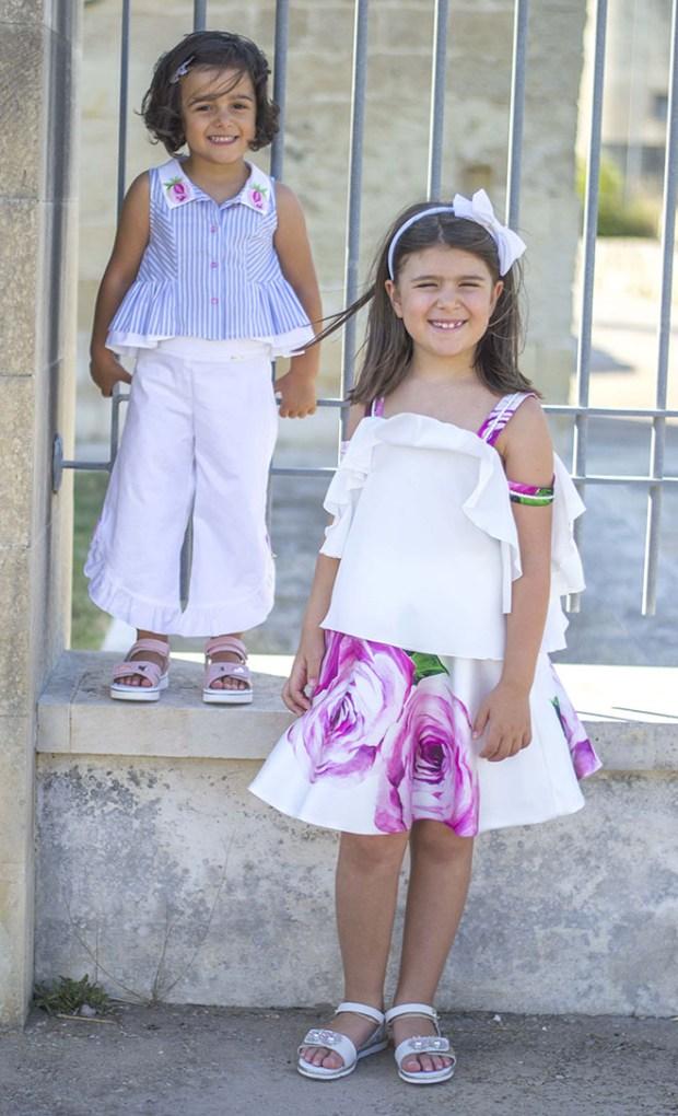 sorelle vestite uguali