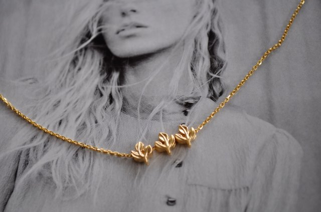 3 Tiny Leaves Gold Necklace