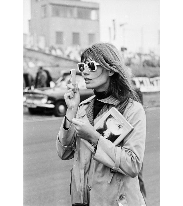 Françoise Hardy en trench-coat