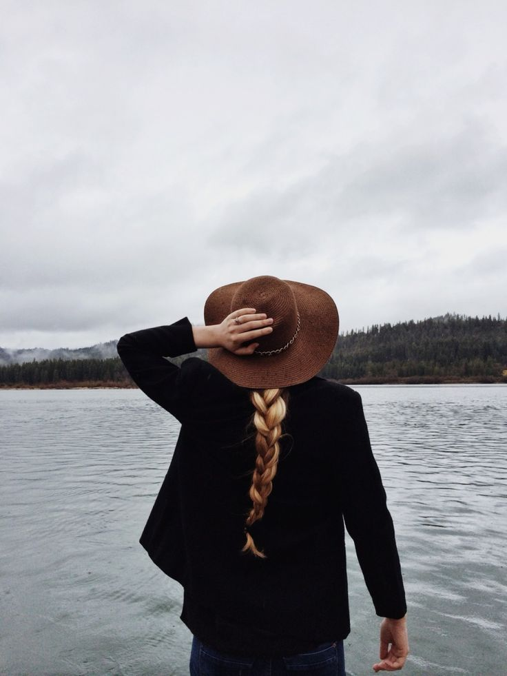 Hat and Loch