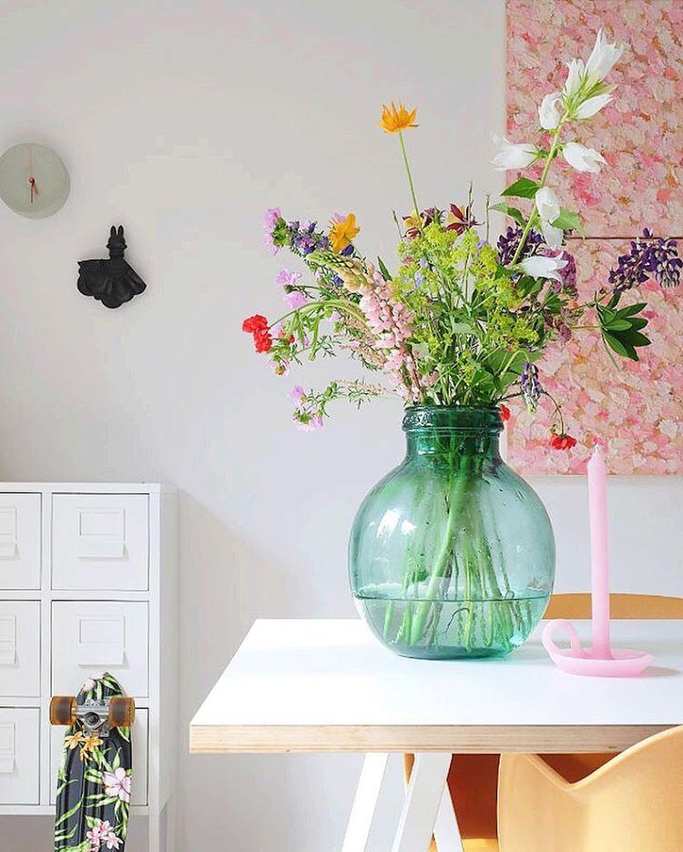 Gros bouquet de fleurs dans une dame Jeanne
