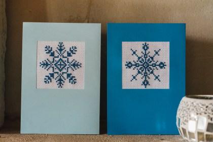 Broderie point de croix bleu - Carte de voeux