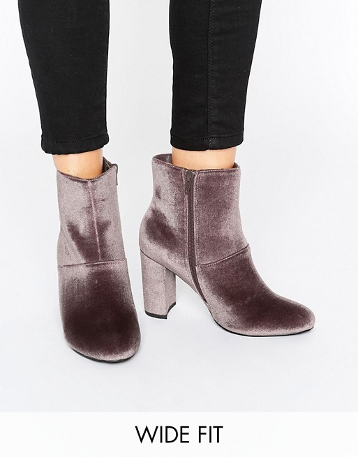 Bottines à talons larges en velours Asos