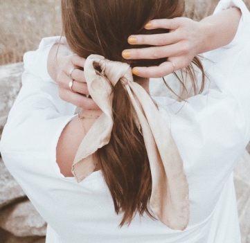 Foulard dans les cheveux - Chelsie Reimer