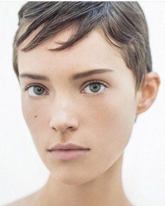 Coupe de cheveux très courte