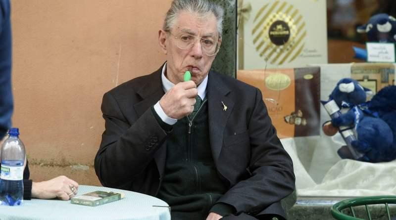 Malore in casa per Umberto Bossi: portato in ospedale in elicottero