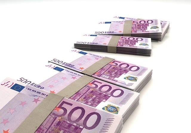 Lotta al contante, proposta di Confindustria: commissioni sui prelievi e sconto 2% su pagamenti digitali