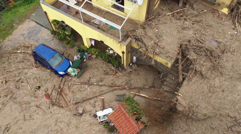 Maltempo a Genova, la frana travolge una casa: la vista dal drone