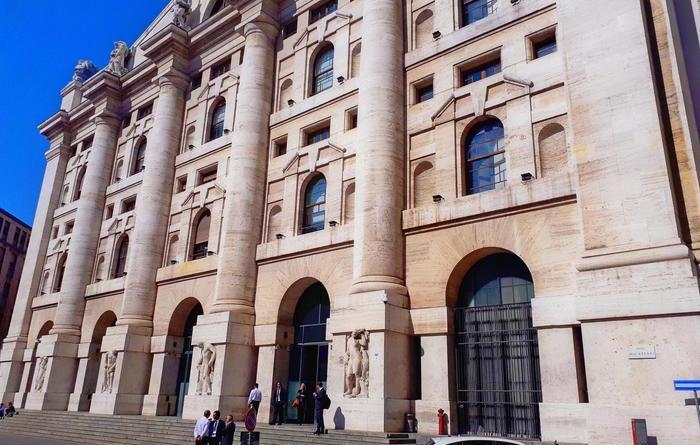 Borsa: Milano apre in rialzo (+0,18%)