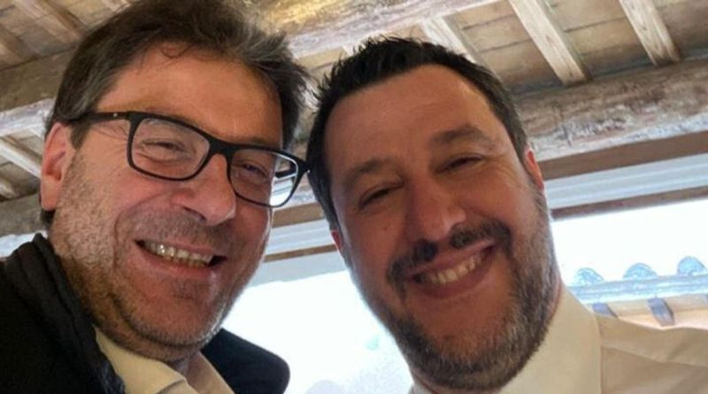 Salvini e Giorgetti, un selfie per nascondere le tensioni