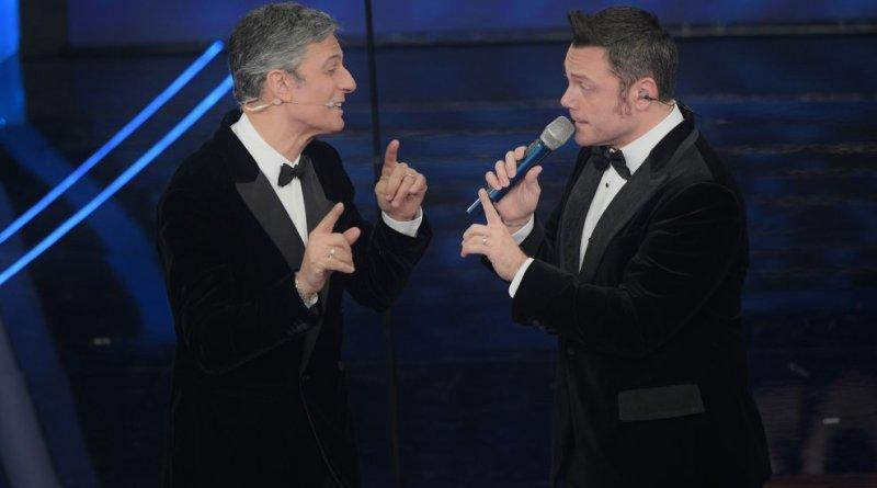 """Sanremo 2020, Fiorello bacia Tiziano Ferro: """"Scusa Victor"""""""
