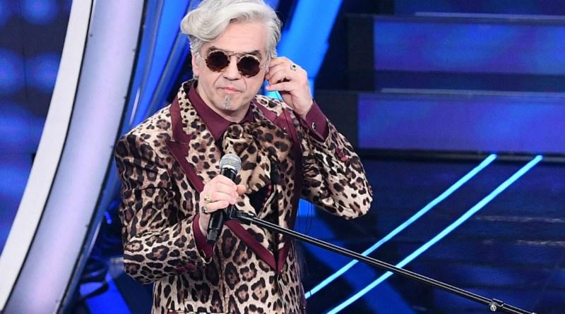 """Sanremo 2020, delirio Morgan: """"Io vittima di mobbing, violentato sul lavoro"""