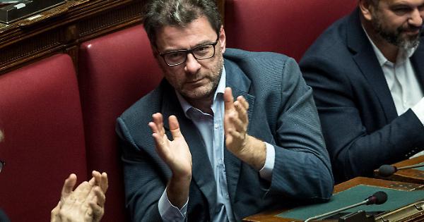 """Giancarlo Giorgetti, Renzi ai suoi: """"Un governo con lui premier. Se il centrodestra iniziasse a ragionare…"""""""