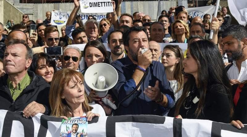 """A Roma è derby Lega-Sardine. Salvini: """"Noi parliamo della Capitale, loro parlano solo di me"""""""