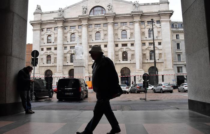 Borsa: Milano chiude in positivo (+0,4%)