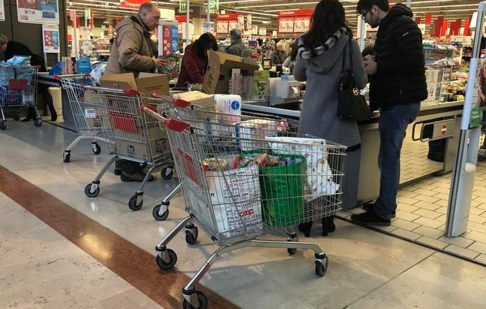 Milano 'chiude' per coronavirus e c'è primo positivo