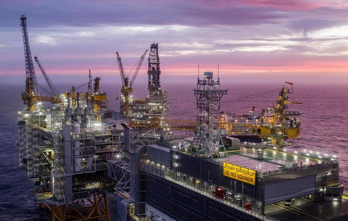 Petrolio: tonfo a Ny,-3,9% a 46,7dollari