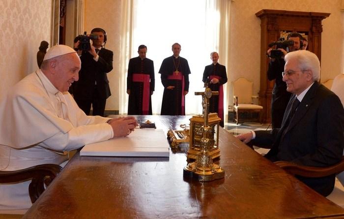 Mattarella al Papa: 'Suo invito a solidarietà e collaborazione indica la via'