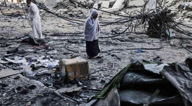 """Raid israeliano a Gaza, sterminata una famiglia. """"Hamas usa i civili per nascondere le armi"""""""