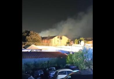 Roma, spento incendio all'ex Penicillina: un ustionato – Video