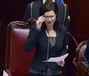 La Regina della Casta Boldrini dice no al tetto agli stipendi d'oro