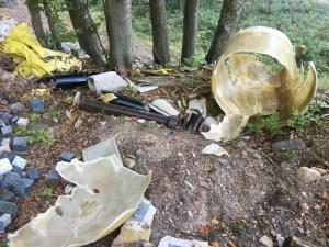 Degrado e rifiuti pericolosi presso il Lago Santo: Ripulire e valorizzare invece che riqualificare