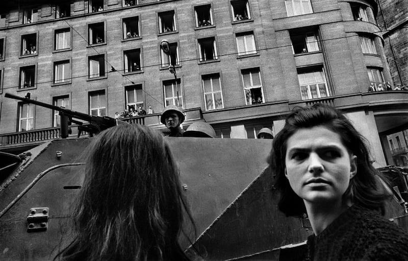 Josef-Koudelka-Prague-1968-Tres-Bohemes