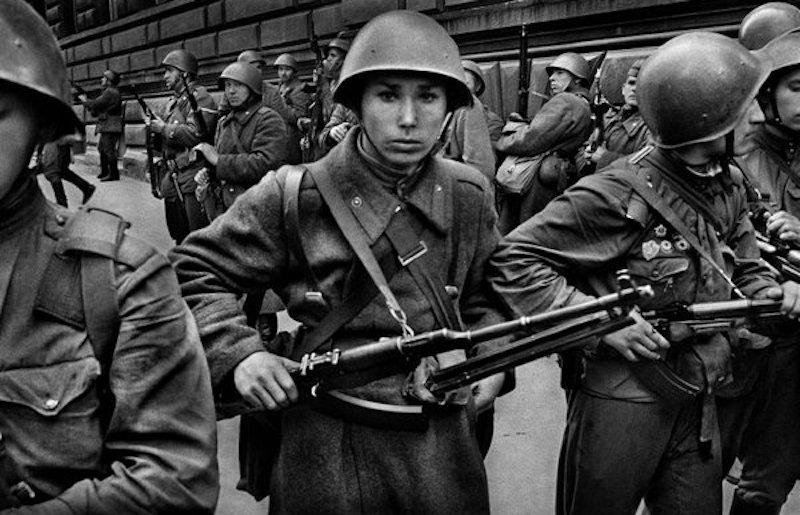 Josef-Koudelka-Soldiers-Tres-Bohemes