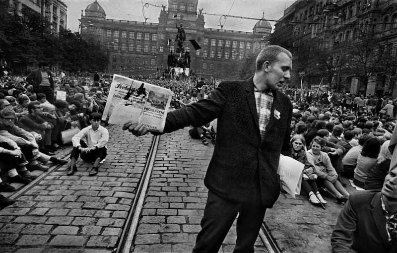 Prague-Invasion-1968-Tres-Bohemes