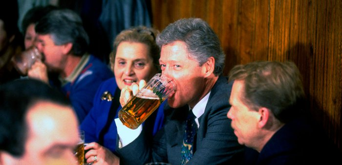 President-Clinton-Enjoyng-a-Beer-with-President-Havel