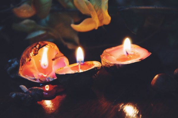 Walnut-Candles-Tres-Bohemes