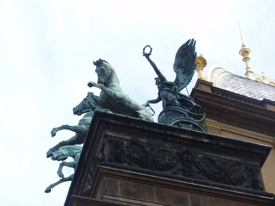 Sculptures-Prague-Tres-Bohemes-11