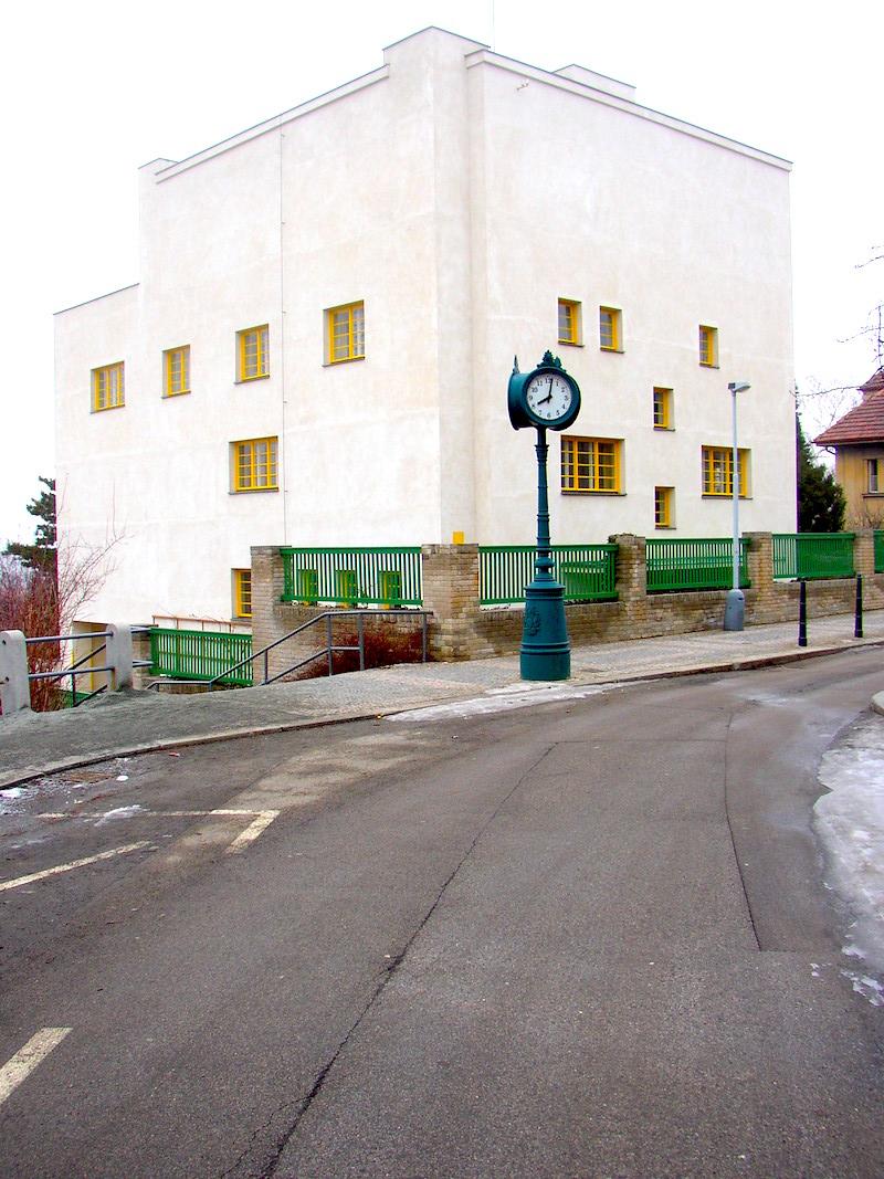 The-Prague-Villa-That-Became-a-Landmark-of-Modern-Architecture-Tres-Bohemes-12