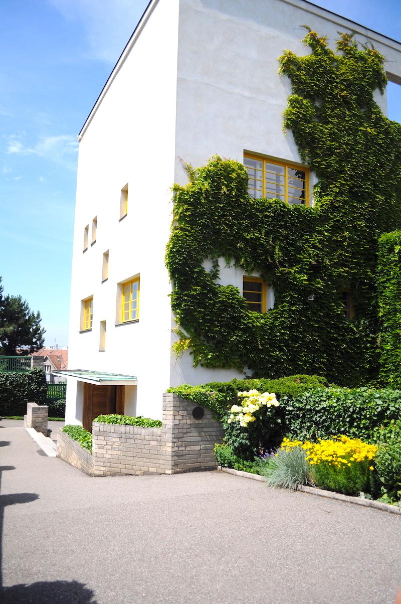 The-Prague-Villa-That-Became-a-Landmark-of-Modern-Architecture-Tres-Bohemes-4