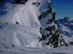 I ricci di neve sulla cima.