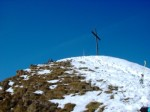 La Croce indica che la salita è giunta al termine. Come si può vedere la neve non era abbondante, ma abbastanza per permettere una sciabile discesa.